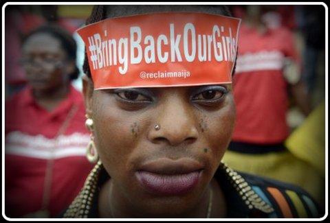 voir le zoom : Une femme avec un bandeau réclamant le retour de nos filles ( Bring back our girls ), manifeste à Lagos, le 29 mai 2014