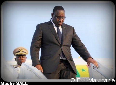 voir le zoom : Le président sénégalais Macky Sall, le 18 octobre 2012 à l'aéroport d'Abidjan
