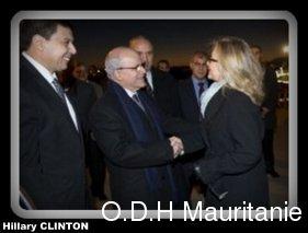 voir le zoom : Hillary Clinton est accueillie par le ministre algérien des Affaires étrangères Mourad Medelci (g), le 29 octobre 2012 à Alger