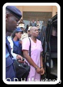 voir le zoom : Victoire Ingabire quitte la Cour suprême, à Kigali, le 18 octobre 2012