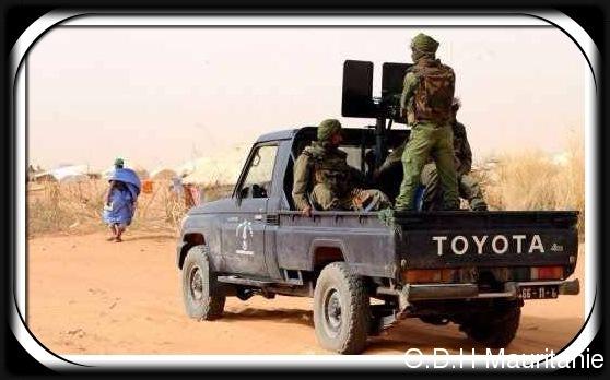 voir le zoom : Des soldats maliens patrouillent non loin de la frontière mauritanienne, en mai 2012